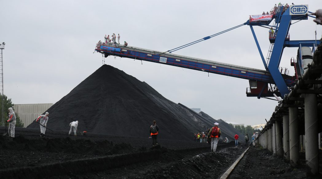 Image credit: Code Rood action at the OBA Coal Terminal in Amsterdam, CC BY-SA 2.0 (https://creativecommons.org/licenses/by-sa/2.0/)