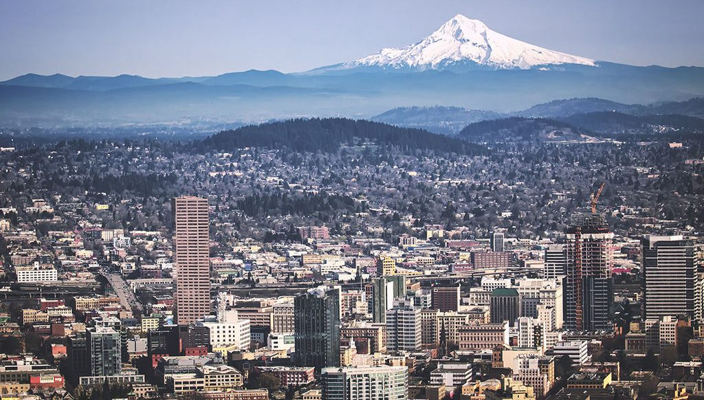 Portland, OR and Mount Hood, via Wikimedia (https://commons.wikimedia.org/wiki/File:Portland,_OR_and_Mount_Hood_from_Pittock_Mansion.jpg). © Steven Pavlov / http://commons.wikimedia.org/wiki/User:Senapa / CC BY-SA 4.0