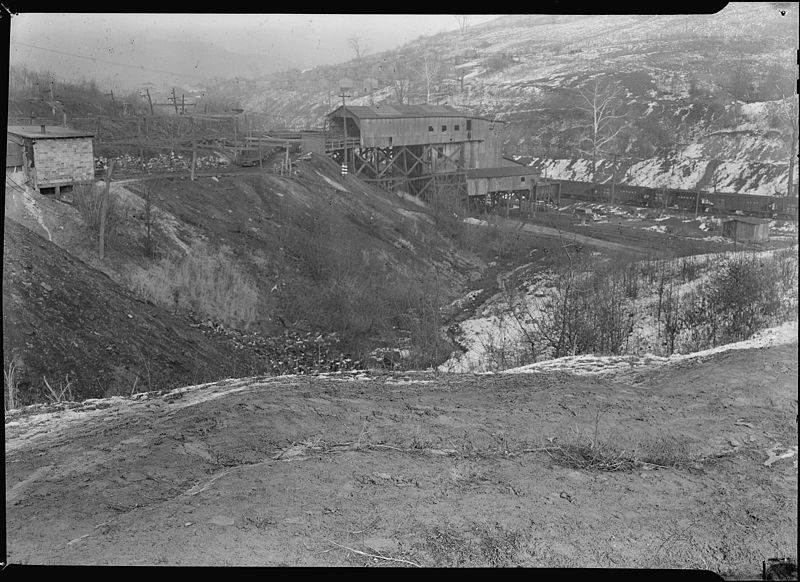 Chaplin Hill Mine Tipple, Scott's Run, West Virginia (Federal Works Agency, WPA, National Archives at College Park)